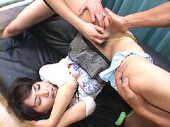 大沢佑香ちゃんが激しい指マンで潮吹き